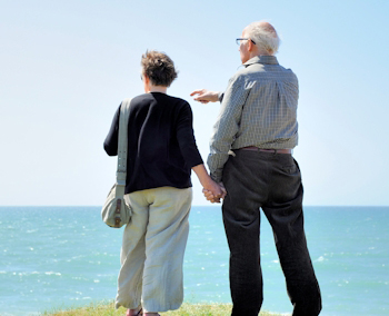 Image of a couple traveling on fixed income with insurance planning.